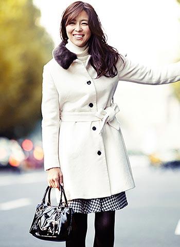 白コート+千鳥格子スカートの大人可愛いクラシカルコーデ