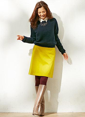 グリーンセーター+イエロースカートのコーデ【秋】