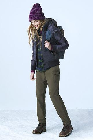 ダウンジャケット+カーゴパンツのアウトドアファッション【山系】