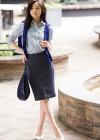 ストライプシャツ+ペンシルスカートのオフィスカジュアルコーデ