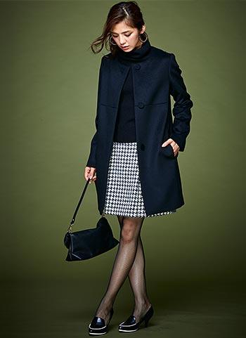 紺ノーカラーコート+千鳥格子スカートのコーデ