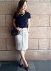 紺半袖カットソー+白ストライプスカートのきれいめコーデ【夏】