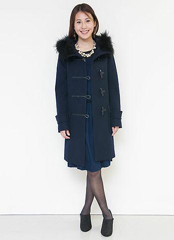 紺ダッフルコート+ブルーワンピの上品コーディネート【30代】