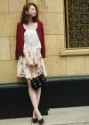 ローズ柄スカート+白ブラウスのキレイめ可愛いコーデ