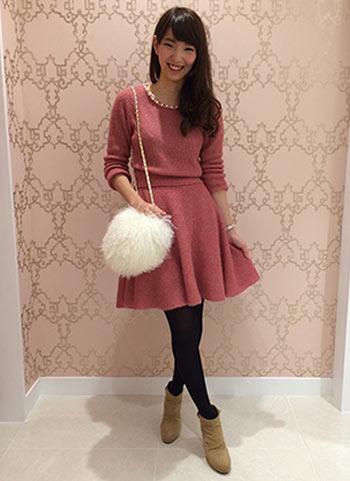 【男性受け◎】ピンク色フレアニットワンピのコーディネート
