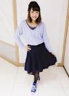 薄いパープルニットと紺フレアスカート+ニット帽のガーリーカジュアルコーデ