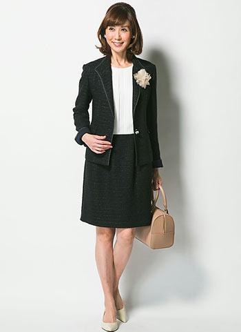 黒ツイードジャケット+黒スカートの入学式向けセレモニーコーデ