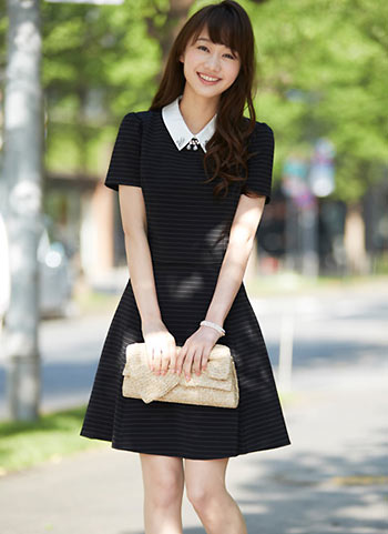 黒ワンピース(白シャツ襟付き)の清楚系な夏コーデ