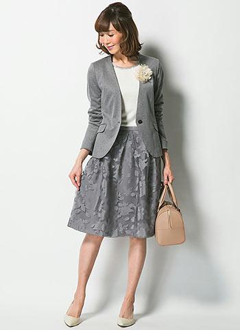 グレージャケット+グレー花柄スカートの入園式・入学式コーデ