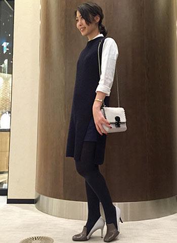 オペラパンプス+紺ワンピースの上品コーディネート【30代】