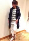 紺スプリングコート+白パンツ+ボーダープルオーバーの春コーデ