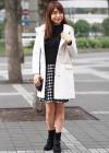 白コート+黒チェックスカートのレディライクなモノトーンコーデ