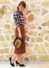 チェックシャツ+ブラウンレザースカートのコーデ