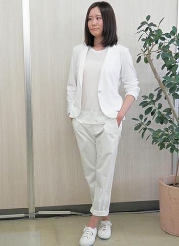白ジャケット白パンツのオールホワイトコーデ 花子